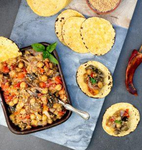 Guiso de berenjenas, garbanzos y tomate