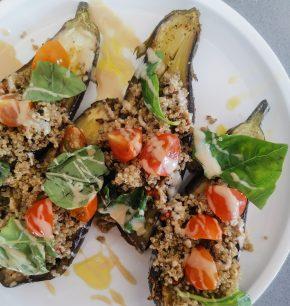 Berenjenas rellenas con quinoa y tahine