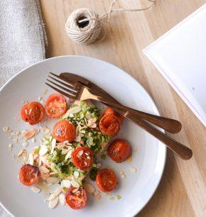 Salmón con pesto y tomates cherry