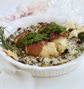 Pollo relleno con pesto con arroz navideño
