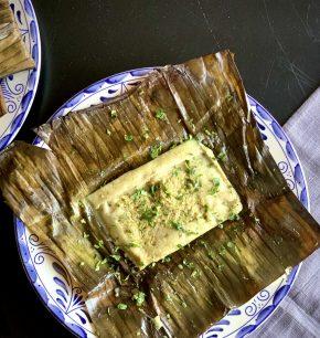 Tamales de pollo en salsa verde con chipilín