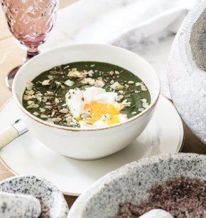 Sopa de espinaca y huevo