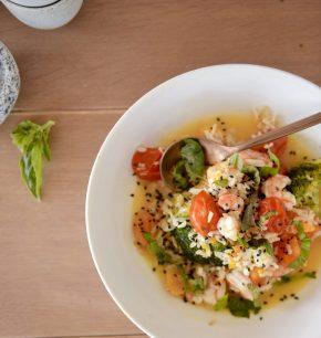 Arroz caldoso de verduras y camarones