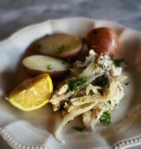 Pollo especiado con limón y papas en cocción lenta