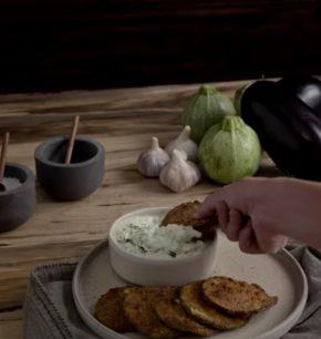 Chips de berenjena & calabacita con tzatziki