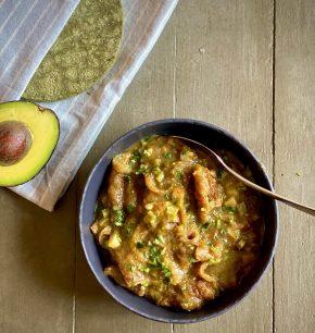 Chicharrón en salsa verde con nopales y papas