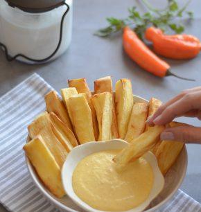 Yuquitas fritas con salsa cremosa de ají