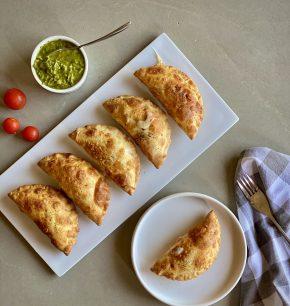 Empanadas de mozarella y tomate con chimichurri